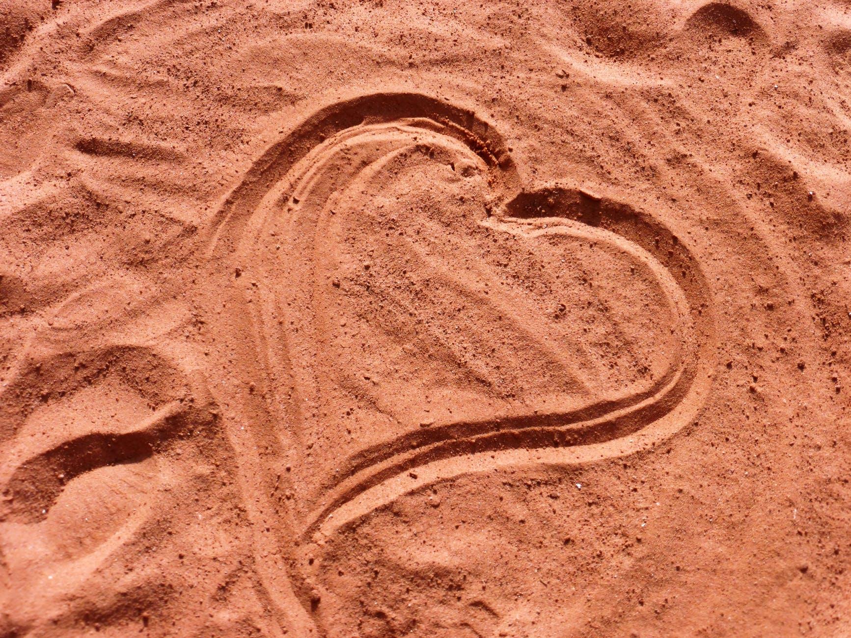 heart love sand